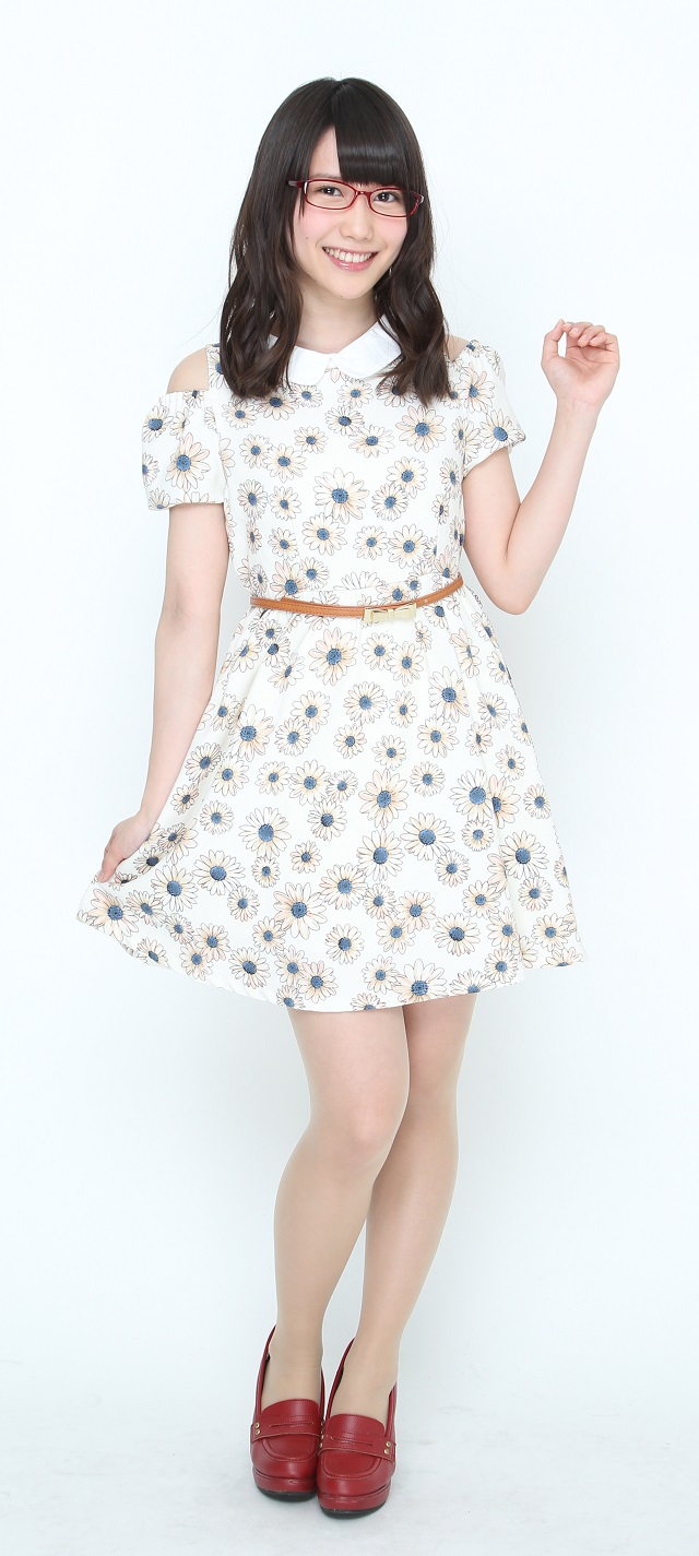 可愛い洋服を着ている加藤里保菜の画像♪